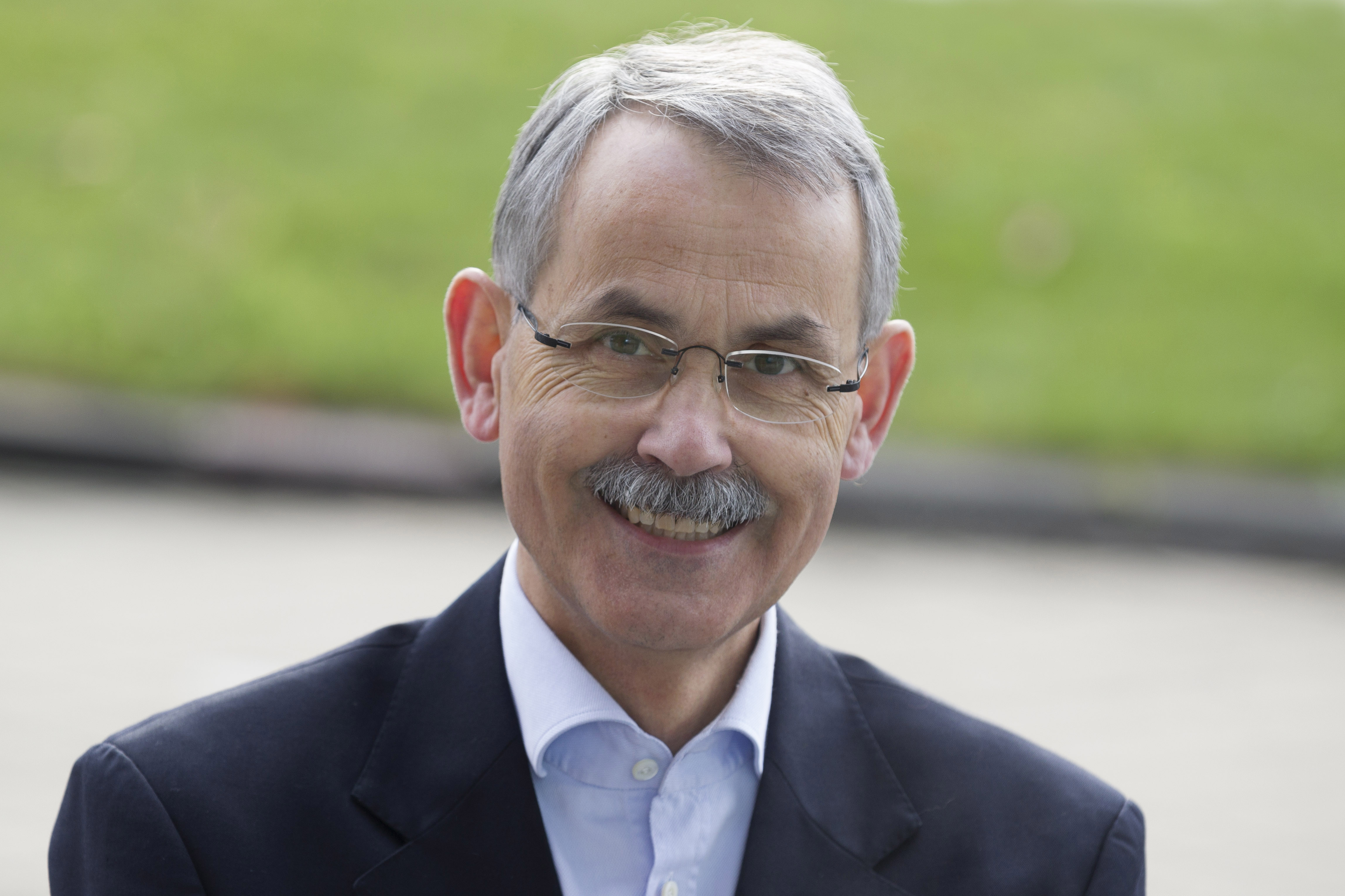 Dr. René HÉMAN